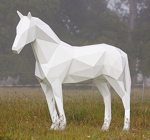 Полигональный конь, металическай конь